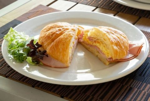 Breakfast-Croissant-Sandwich